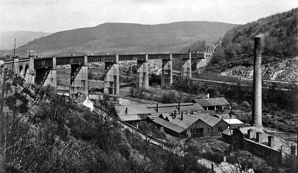 Walnut Tree Viaduct in Taffs Well